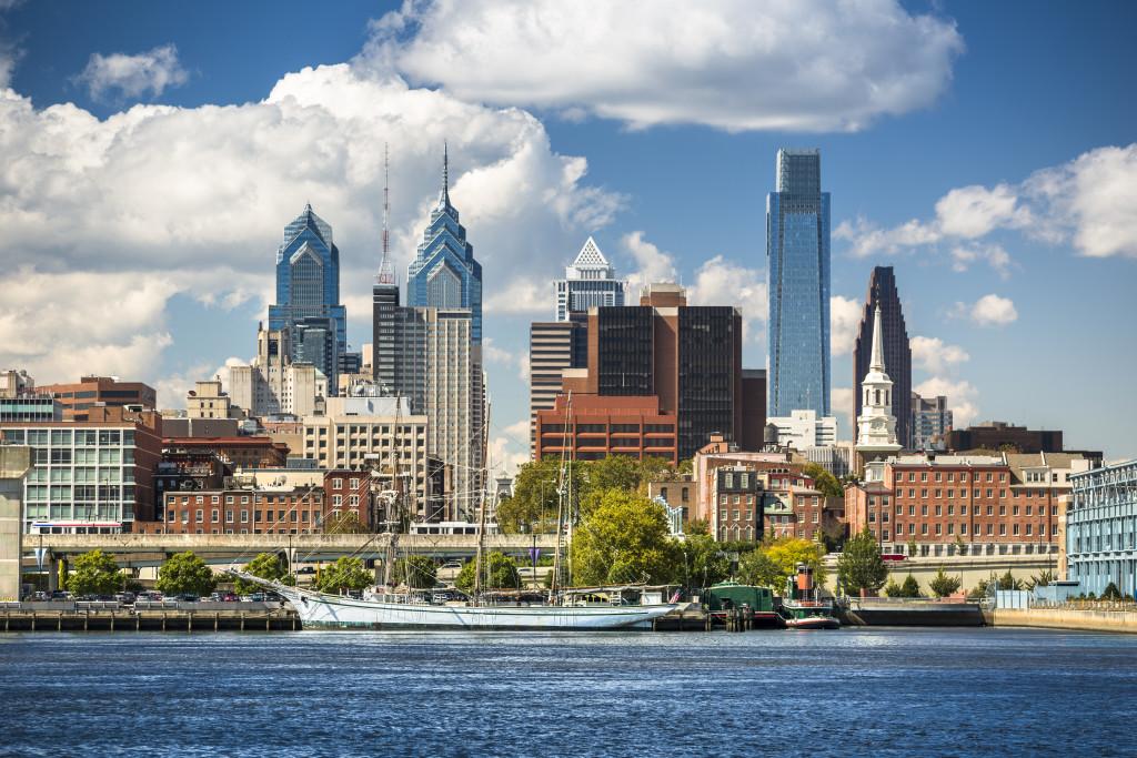 USA, Pennsylvania, Philadelphia cityscape and Delaware River